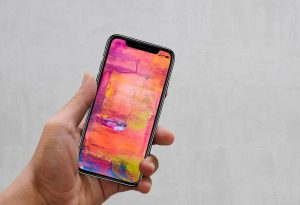 Free-IPhone-X-Mockup-PSD-in-Hand