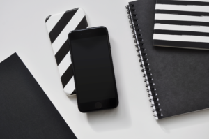 Free iPhone SE (2020) Mockup